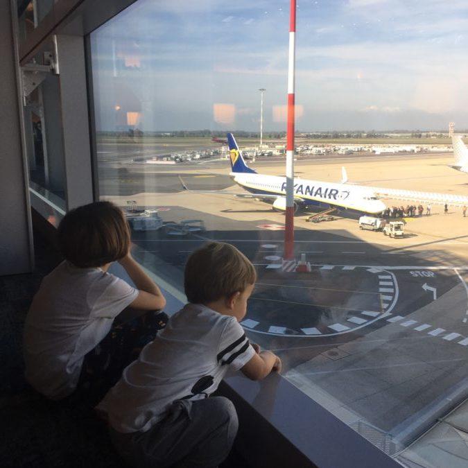12 ore di volo con un bambino piccolo: come sopravvivere